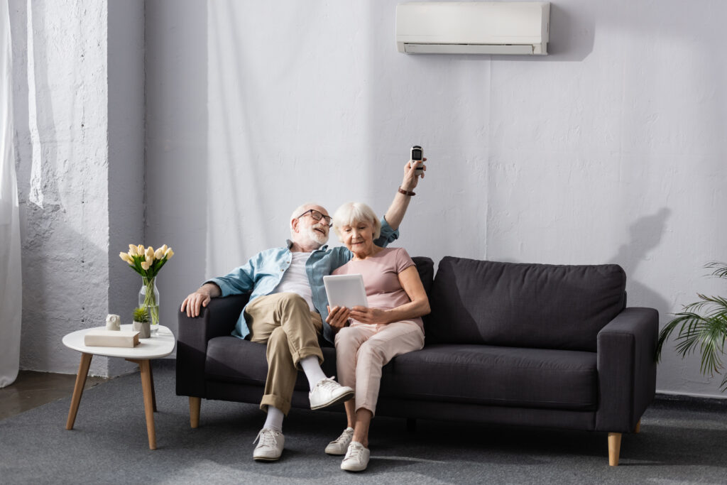 Genietende ouderen airco